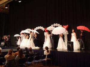 Kleider: Brautkultur, Brautmode Buse, die Traumrobe, Herren: Anzugkultur, Kinder: Die Traumrobe, Schirme: Anja H,