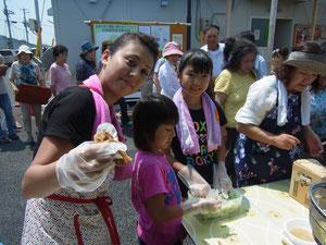 夏休みで東京からお手伝いの子供達も参加