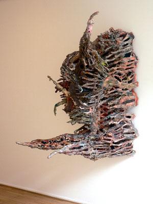 """Thomas Virnich """"Brainstorm"""", 2006-2012, Pappmaché, Kupferdraht, Leinen, Seide, farbig gefasst, 160x180x110cm"""