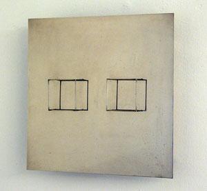 "Gianni Colombo, ""Spazio elastico (equivalenza)"", 1968/69, rostfreier Stahl, eletrischer Antrieb, 50 x 50 x 14 cm, Ed. 22/100"