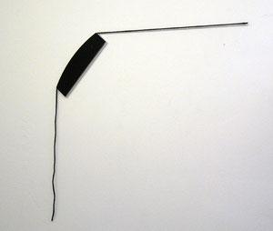 """Alf Schuler, """"o.T."""", 2011, Mischtechnik Aluminiumplatte, schwarzer Lack, Hanfschnur, schwarz gefärbt, Diagonal: 130 cm"""