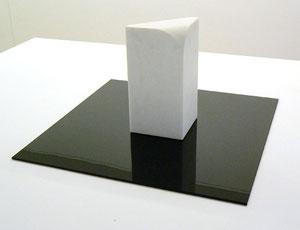 """Müller-Domnick, """"Doppelkubus, Variation V (parabolisch)"""", 1996, Thassosmarmor, 16 x 16 x 32 cm"""