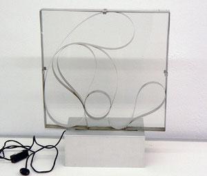 """Gianni Colombo, """"Strutturazione fluida"""", 1960, Objekt/elektrisch angetriebener/sich drehender Metallstreifen, 220Volt, mit Sockel: 49 x 37,5 cm"""