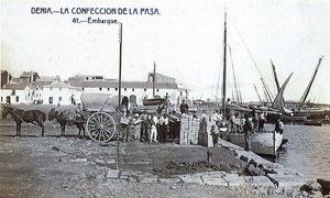 Postal antigua del puerto con la exportación de pasas