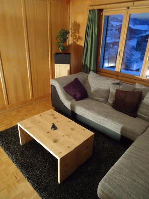 Salontisch und passender Blumentopf aus Fichten-Altholz