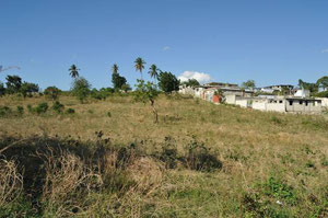 terrain prévu pour la construction du dispensaire