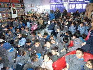 Compartiendo cuentos en un colegio de la comuna de Pedro Aguirre Cerda, un ejemplo de jerarquía pedagógica y valor social, un gusto enorme el haberlos visitado.