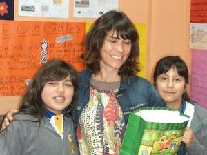 Acompañando a la autora Sara Bertrand en las visitas a las escuelas del proyecto