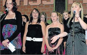 Gitarrenklang und Chorgesang: Musikgruppen umrahmten den feierlichen Abend der Schulabgänger.