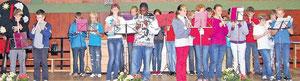 Die Flötengruppe der Klasse G6a spielte bei der Willkommensfeier für die neuen Schüler der Gemündener Cornelia-Funke-Schule in der Sport- und Kulturhalle die  Eurovisions-Hymne.