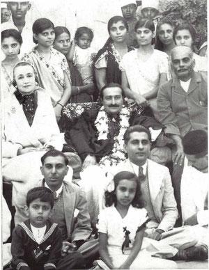 Nagpur 1937, Gaimai standing behind Baba. Norina Matchabelli  & Beheramshaw sitting either side of Baba. Glow mag. Feb.2002 p.18