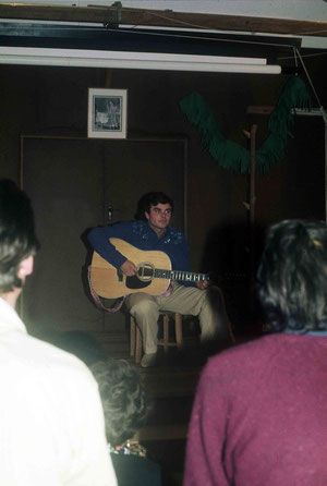 1975 ; Chris performing at Avatar's Abode Anniversay