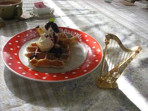 ブルーベリーチーズクリームワッフルとハープ