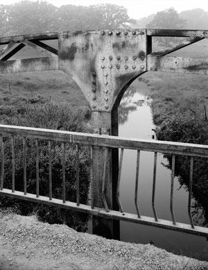 Cottonville-Bridge: Verschraubtes und verschweißtes Knotenblech, Blick nach Süden