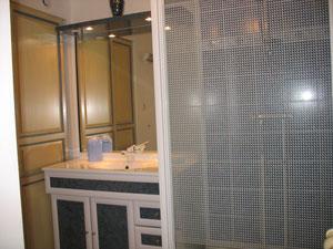Salle de bain. WC séparé. Lave linge