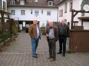 Der Seitenhof zum Solmser Hof. Geradeaus im 1. Stock die Zahnpraxis Dr. Bittner