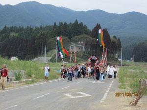小泉八幡神社神輿渡行