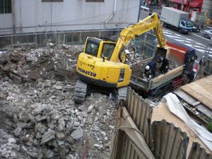 解体工事 底廃材の搬出段階