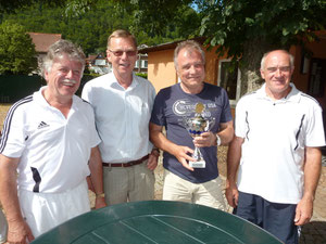 Bild: Gero Fröhlich (1.Vors.), Dieter König, Peter Lehnen (Pokalgewinner 2012) und Turnierleiter Harald Fieker.