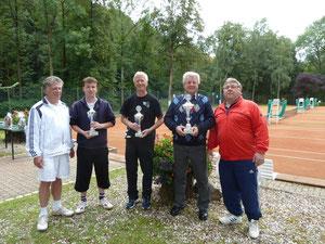 Der Sieger des 1. VGH-Pokalturniers: 2.v.re.: Gerrit Hesselink