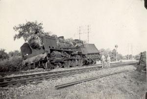 Train accidenté près de Saint-Malo en août 1944 [domaine public]
