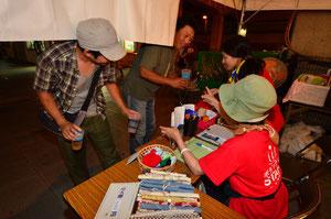 やっさ祭りのドリンクはリユースカップ♪飲み終わったカップを返却すると100円戻ってくるデポジット方式です♪マイ箸販売もしていまーす。