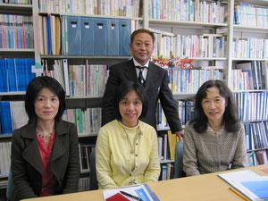 東北大学教育学研究科(右から)加藤博士、平井臨床発達心理士、押野保健師
