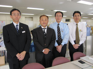 保健福祉部「子育て支援課」(左から)小林課長、高崎理事長、、小山主幹、千葉課長補佐