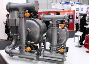 Abbildung 1: SMM 2010, Blick auf die Filterelemente der  Ballastwasser-Aufbereitungsanlage der Fa. RWO   (Foto Dr. Hochhaus)