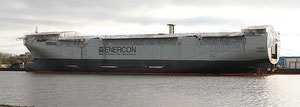 Abbildung 11: Der weitgehend ausgebaute Rumpf wurde nach Emden überführt (Foto: Christian Walther, Wikipedia)
