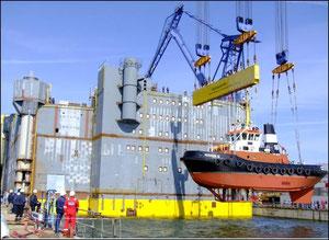 Abbildung 2: Eine Siemens-HGÜ Plattform im Bau, sie wurde gerade aus dem Baudock ausgeschwommen (Quelle Nordic Yards)
