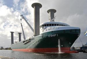 "Abbildung 13: ""E-Ship 1"" mit vier Flettner Rotoren  in Fahrt  (Foto:  Carschten,  Wikipedia)"