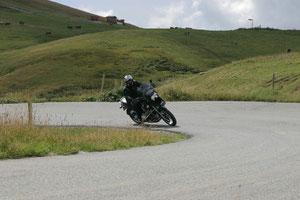 Kurvenfahrt am Col de la Madeleine