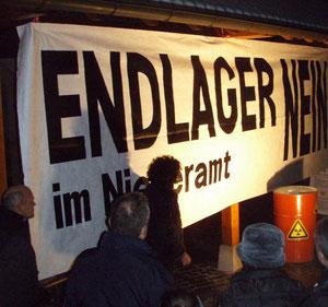10. Januar 2009 Kundgebung gegen ein Endlager auf dem Obergösger Dorfplatz