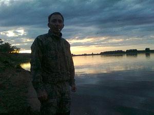 Игорь в ожидании вечернего клёва