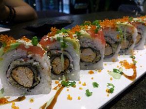 ココのウリは創作ずし。コレがあるからお客さんの層が違うんですね。日本人はやっぱり普通のお寿司!?