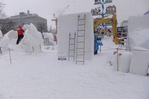 雪像はこれからです