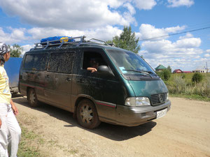 Наш микроавтобус нескольго загрязнился