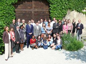 L'ambassadeur des USA (au centre)  avec la communauté américaine de Clermont-Ferrand