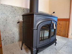 暖炉まわりの石材張りに