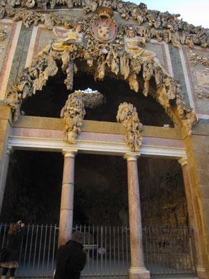 これはツアー出口のピッティ宮にある洞窟。