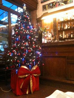 老舗Barの中もクリスマス仕様です。