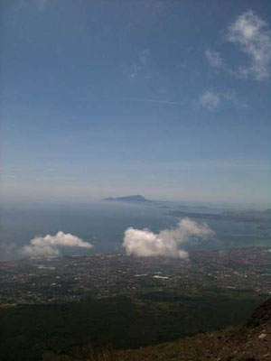 ナポリ湾や、アマルフィ海岸を見下ろすことができます。景色は最高に良いです。