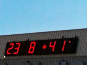 いや、マジですよ。余裕で41度ですよ。