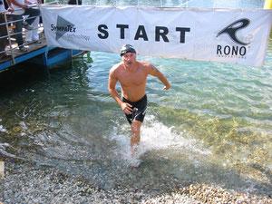 Startschwimmer Thomas Böckly  beendet seine Runde