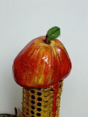 """""""A consommer de préférence..."""" (tissus, papier mâché, conserve... technique mixte) Nicolas Marquet 2011"""