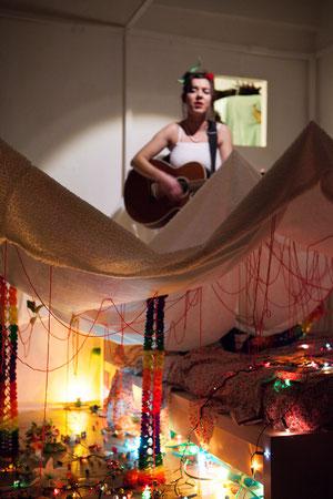 """installation de Nicolas Marquet pour Lucie Folch. """"Hors-Lits"""" Montpellier, mars 2013 (photographie par Steven Morlier)"""