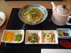 鯛茶漬け650円。 う〜ん・・・