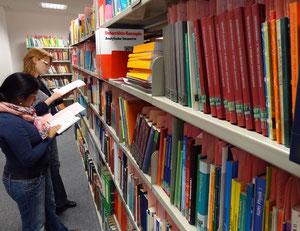 Die Bibliothek ist für Seminarangehörige auch außerhalb der Öffnungszeiten zugänglich. Foto: Ulrichs