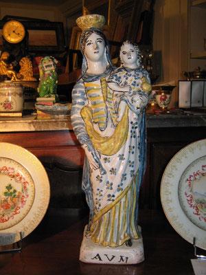VENDUE. Exceptionnelle Vierge en faïence de Rennes. Epoque XVIIIeme, 47 cm de haut.